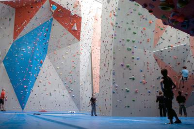 Pratique libre escalade salle sport vitam - Prise escalade enfant ...